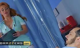 চিকিত্সক হাসপাতালে একটি কঠিন গভীর পায়ূ অনুপ্রবেশ প্রদান রোগীর সামনে বড় ব্রেস্টড আদা নার্স বেশ্যা টিজড