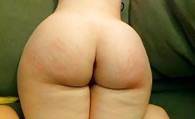 Уличница с огромно дупе получава интензивно пляскане и много горещо свършване на огромното си задник